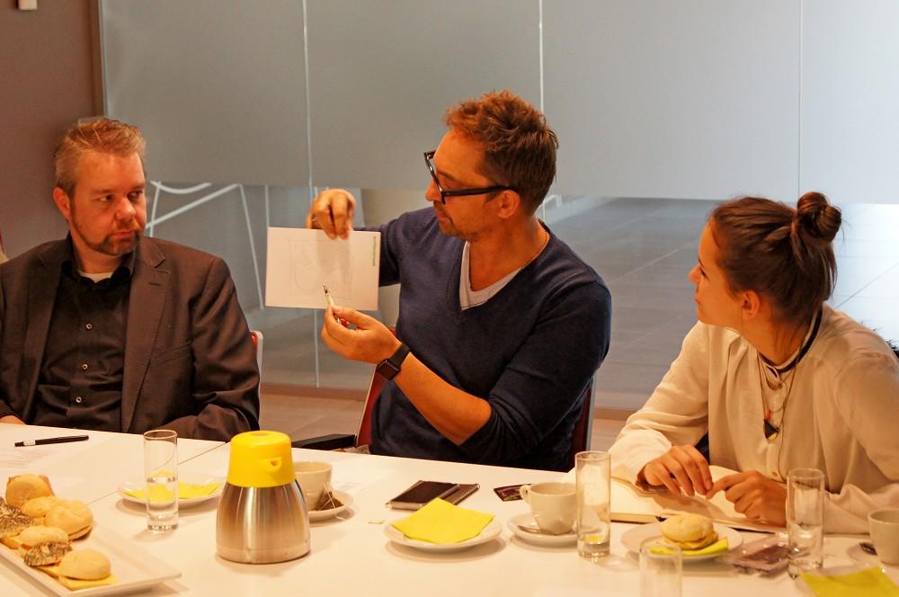Architectenweb een netwerkontbijt over het ontwerpen voor dementie met Henri Snel als een van de deelnemers (Dutch)