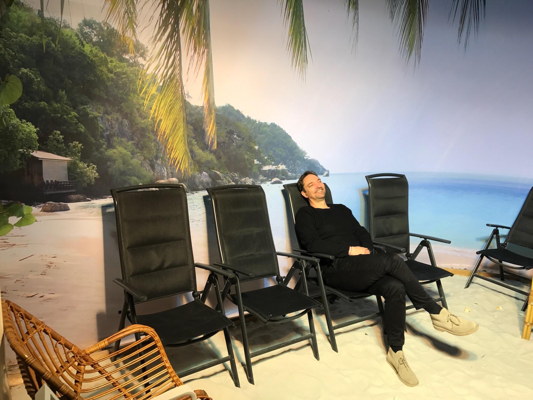 'Kwaliteit van leven doet leven', symposium over de strandkamer in de Vreugdehof te Amsterdam (Dutch)